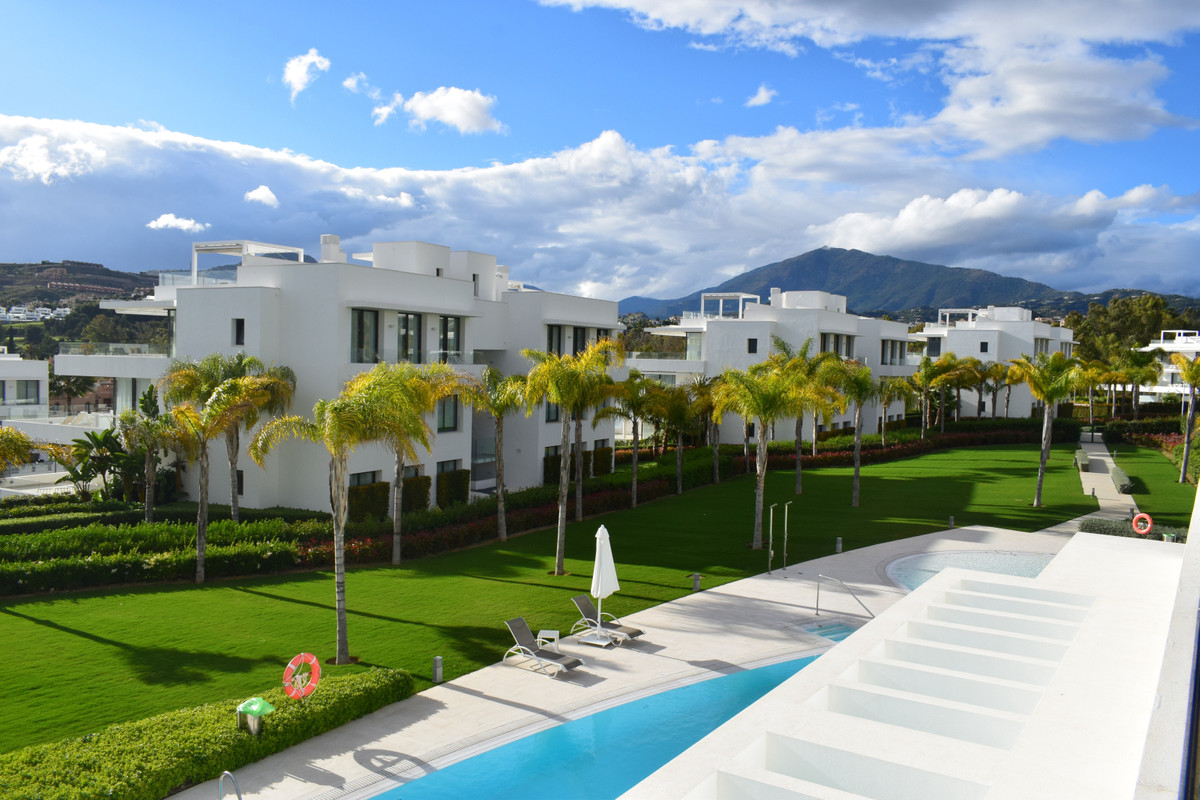This luxurious 3 bedroom flat is southwest facing and built to the highest specifications. A large k, Spain