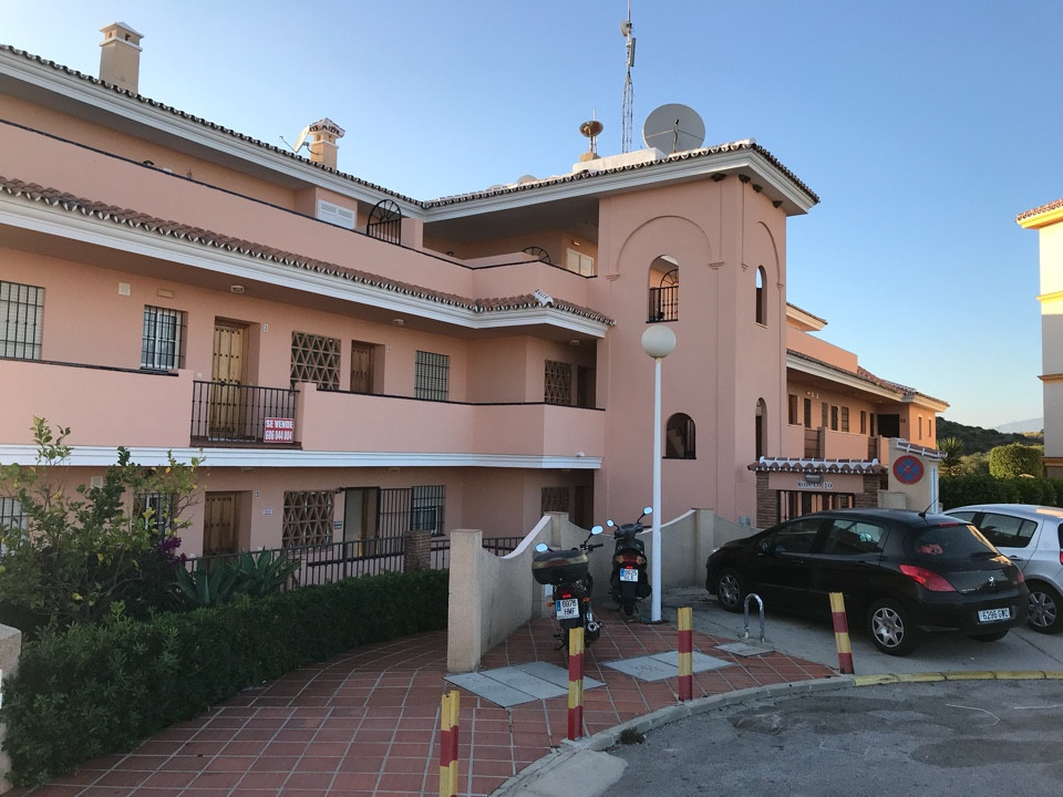 1 BED APARTMENT IN EL FARO CLOSE TO LA CALA AND FUENGIROLA WALKING DISTANCE TO RESTAURANTS, BARS AND,Spain