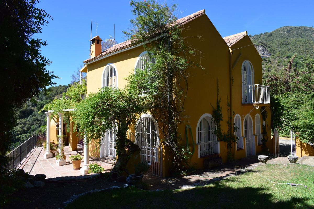Villa 4 Dormitorios en Venta Ojén