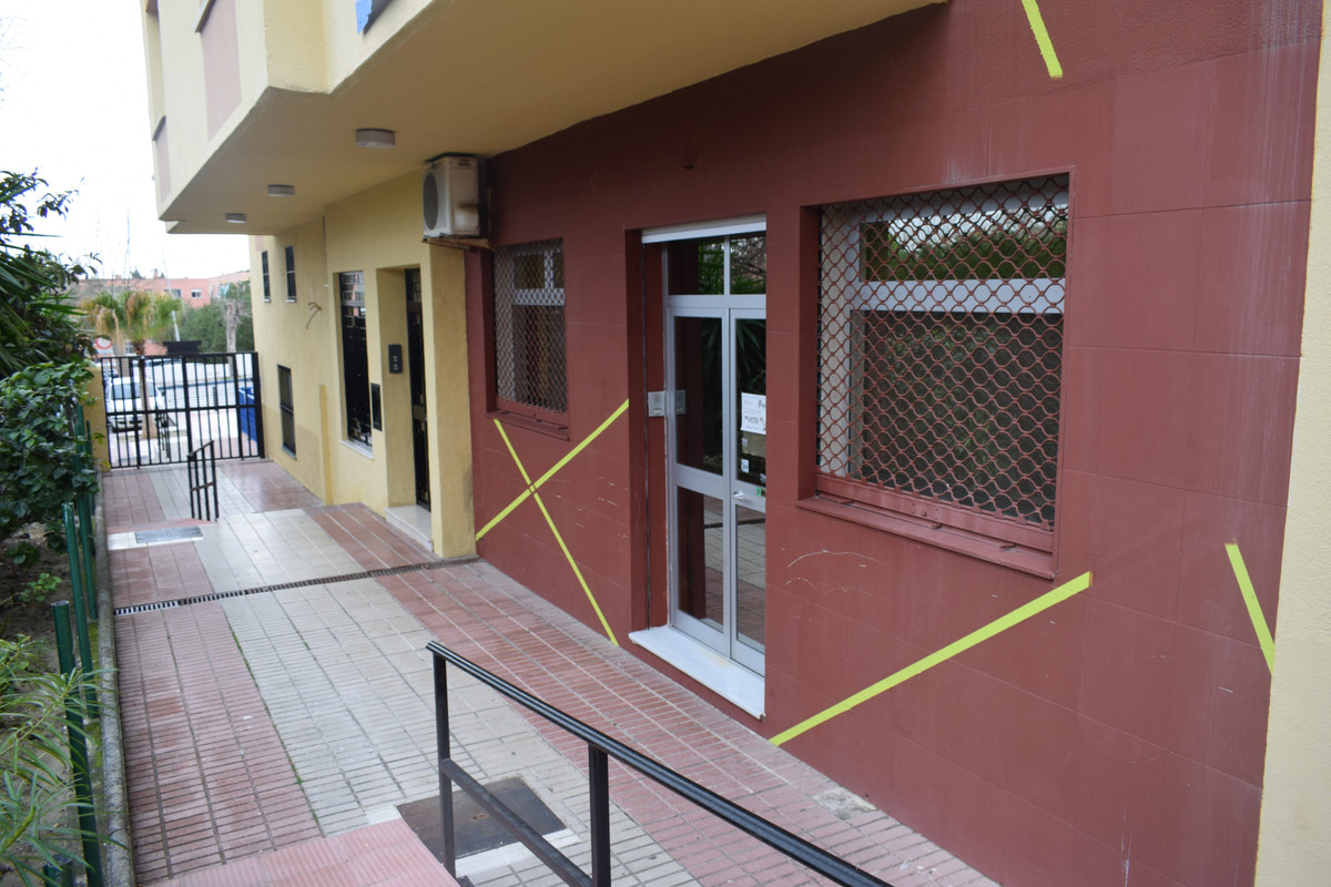 Beautiful commercial space, with the possibility of adapting to two studio apartments. Very spacious,Spain