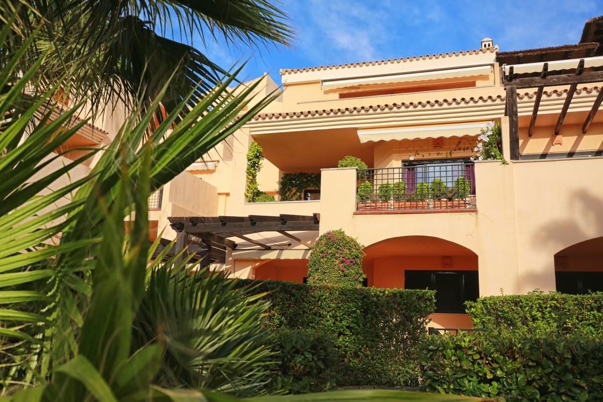 Marbella Banus Apartamento Planta Media en Venta en Puerto Banús – R3381460