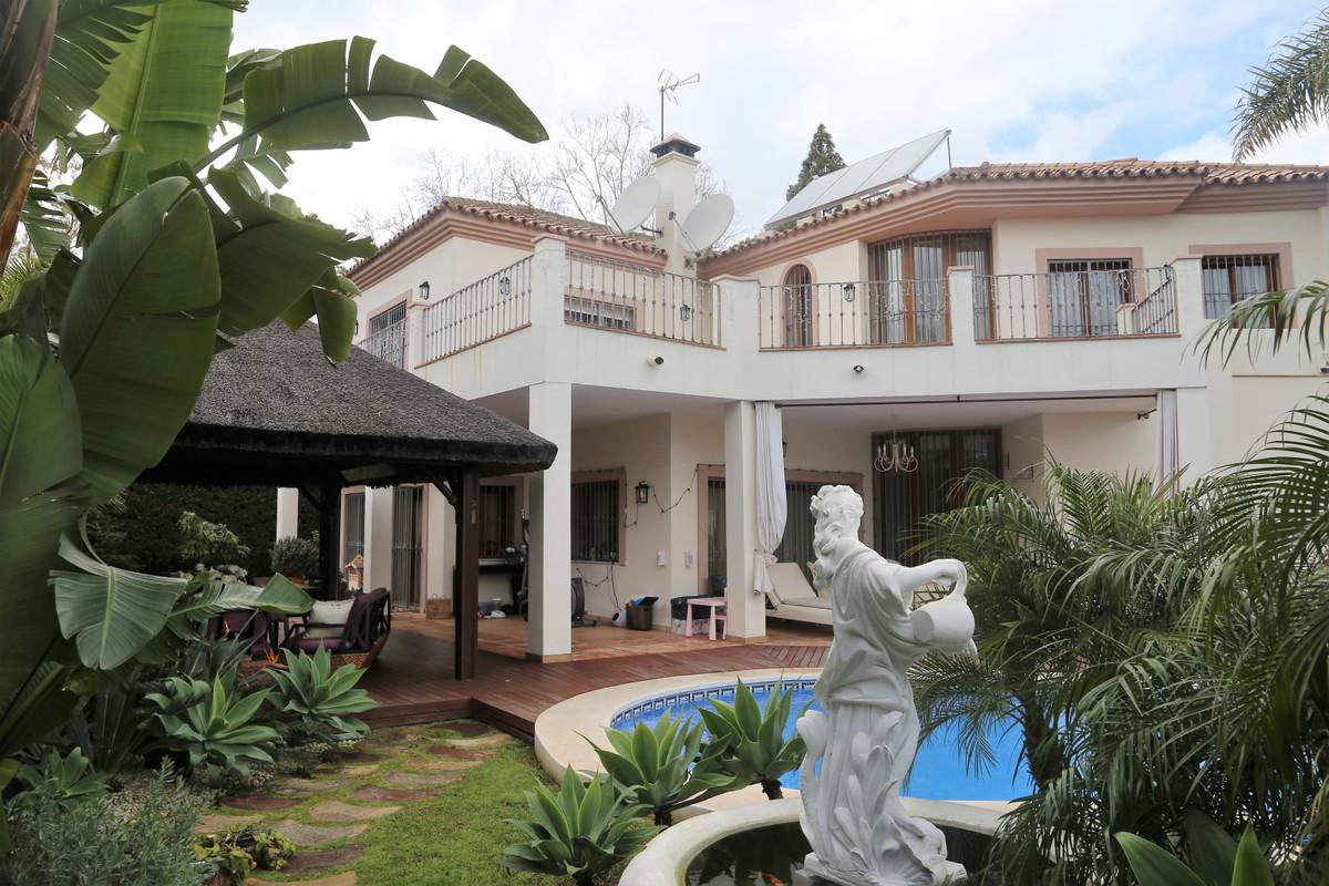 Marbella Banus Villa – Chalet en Venta en Guadalmina Baja – R3501934