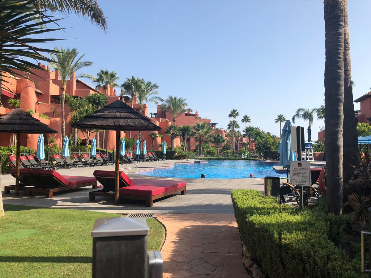 Very attractive duplex penthouse located in one of the most luxurious communities on the New Golden ,Spain