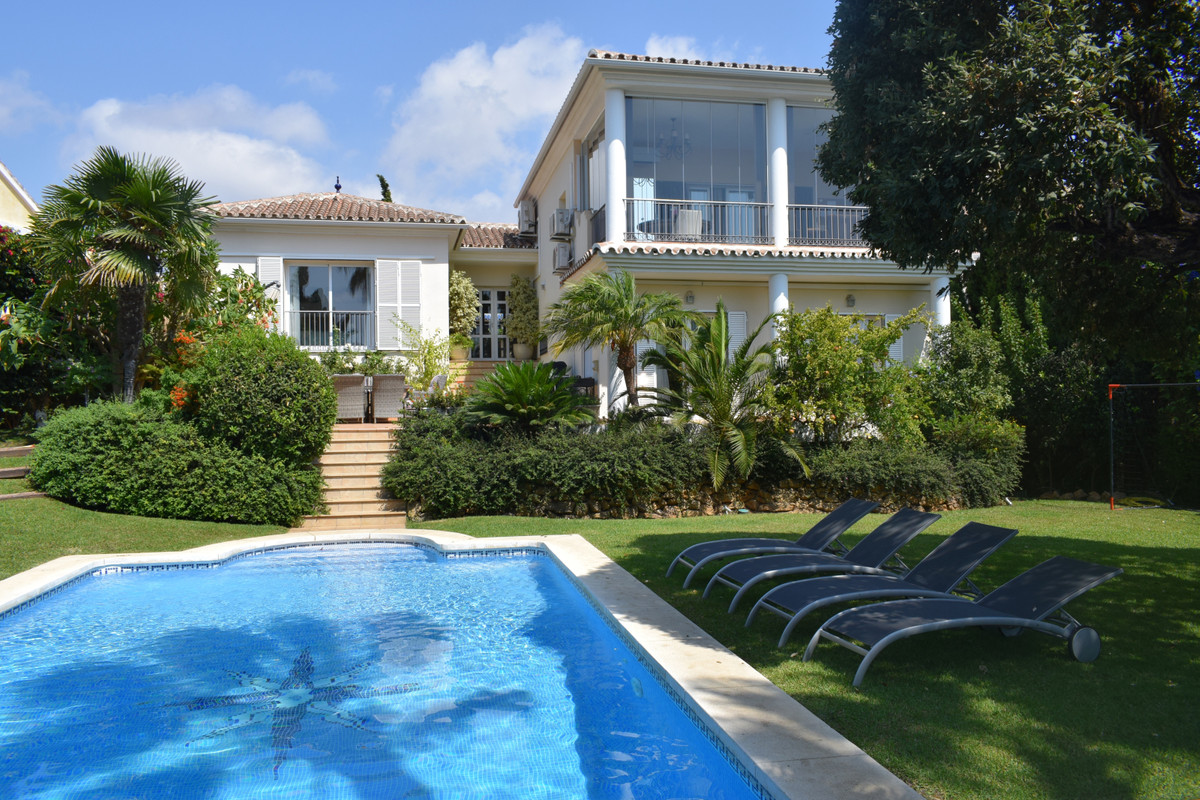 Villa on a plot of 1000 m2 in Mijas Costa, located in the lower part of Calahonda. The property has ,Spain