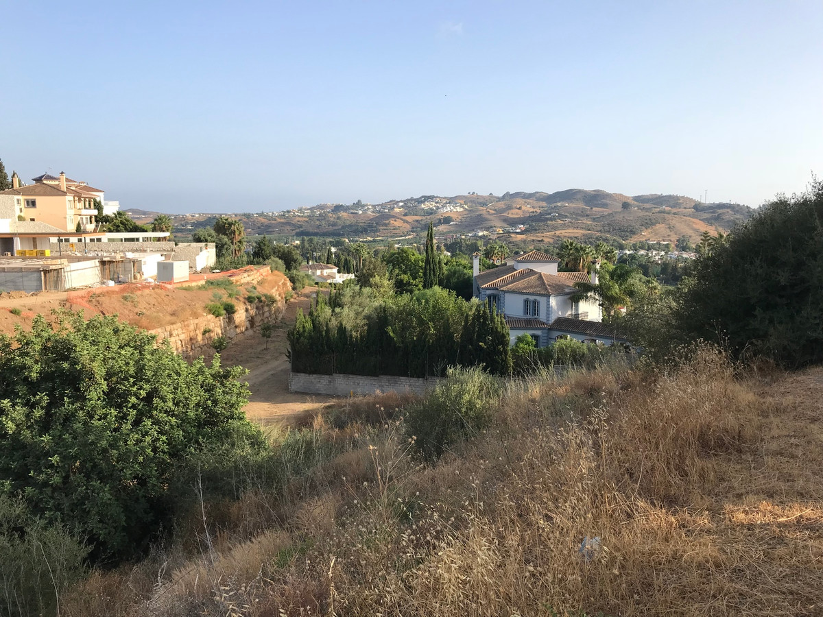 We put at your disposal this PLOT OF LAND of 1.410 m2 to build a single-family detached house of 352,Spain