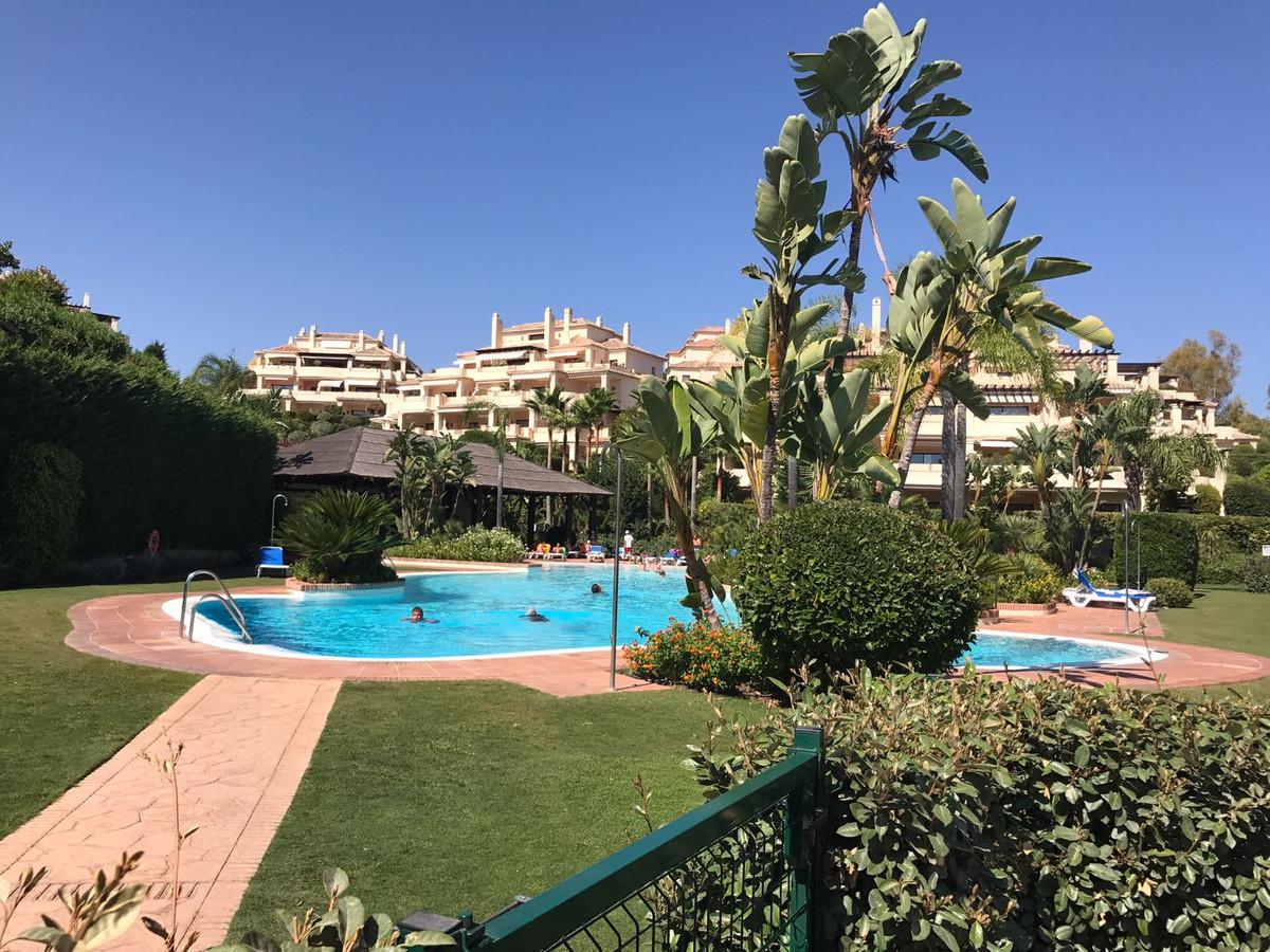 Marbella Banus Apartamento Planta Media en Venta en Benahavís – R3233014