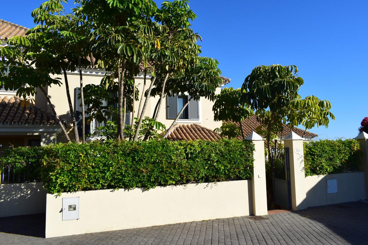 Marbella Banus Adosado en Venta en Benahavís – R3432364