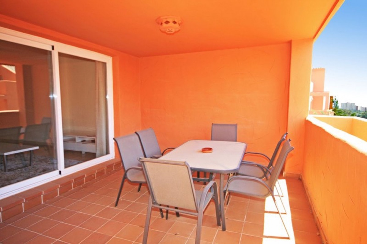 Fantastic southwest facing apartment in the ?ast of ?arbella. Located in the urbanization of Los Lag,Spain