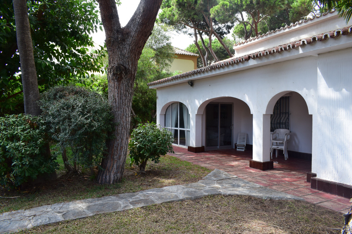 This villa to reform is located in Elviria , on the playa Don Carlos of Marbella, the most desired a,Spain