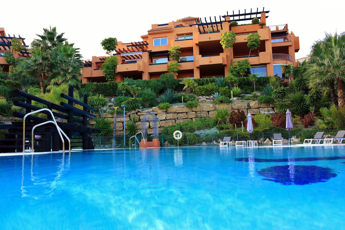 Ground Floor Apartment for sale in Nueva Andalucía R3460018
