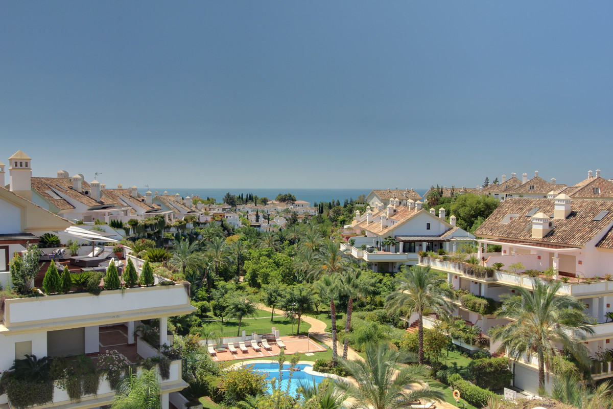 Luxurious 2 bedroom and 2,5 bathrooms apartment in Las Lomas del Rey, located in the heart of the Go, Spain