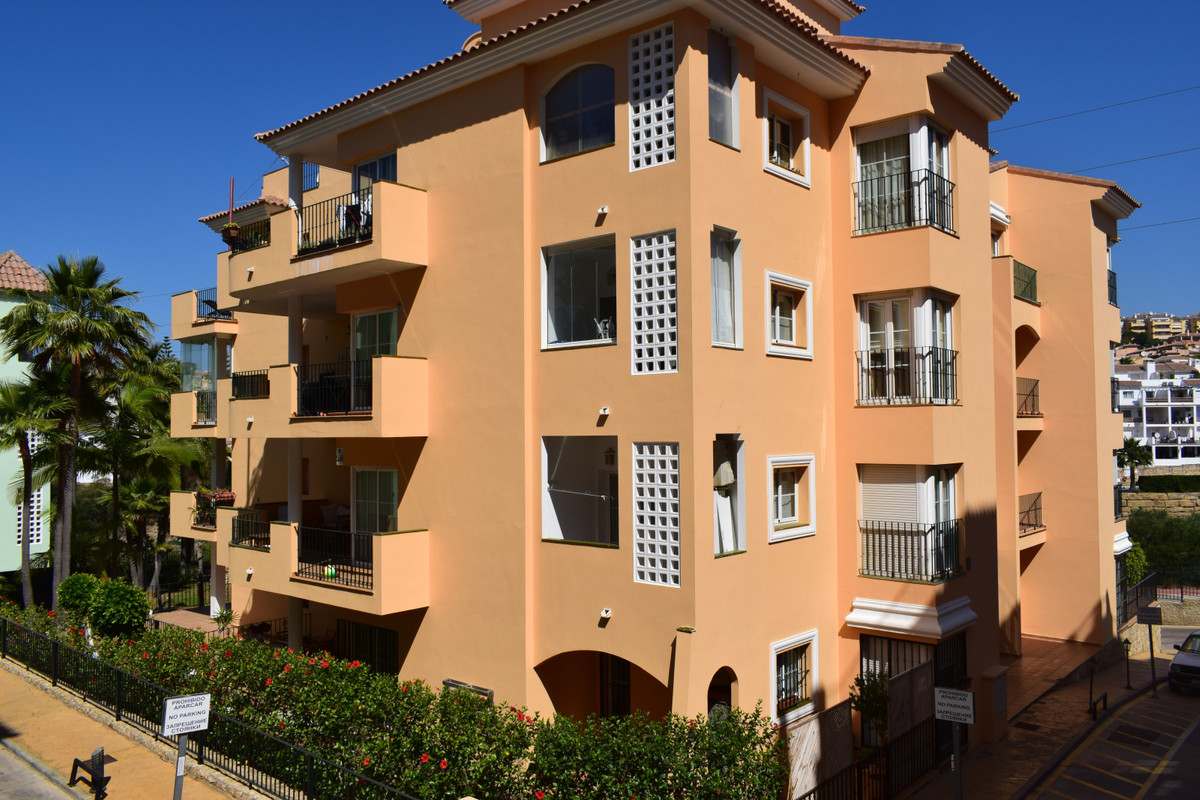 Beautiful bright apartment, located in the middle of the riviera del sol golf course (Zafiro de Mira, Spain