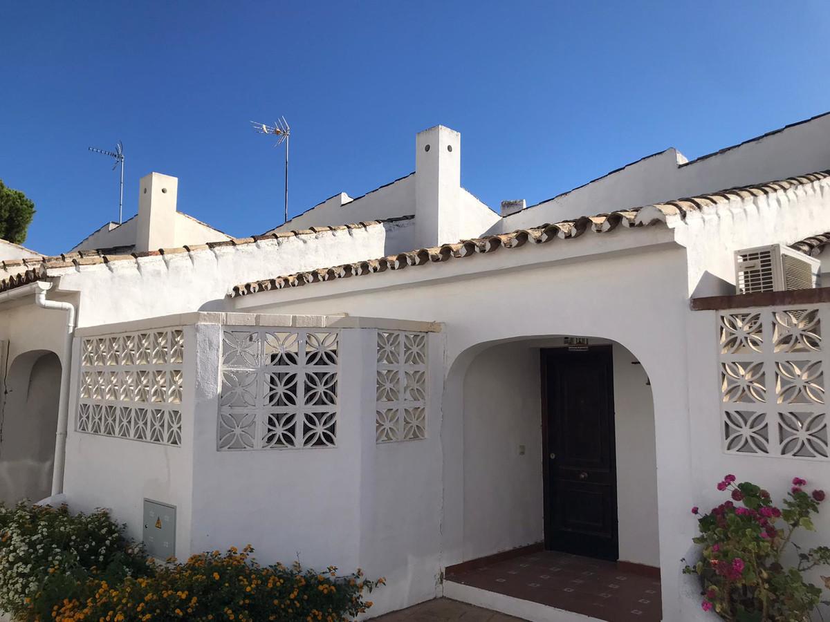 Adosada en Venta en Estepona