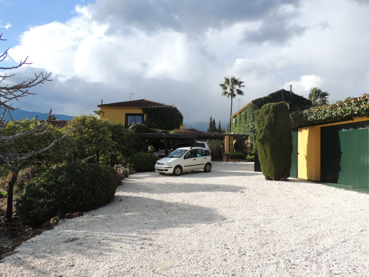 Villa in Tuscan style, located two kilometers from the beach near laguna village, it has an excellen, Spain