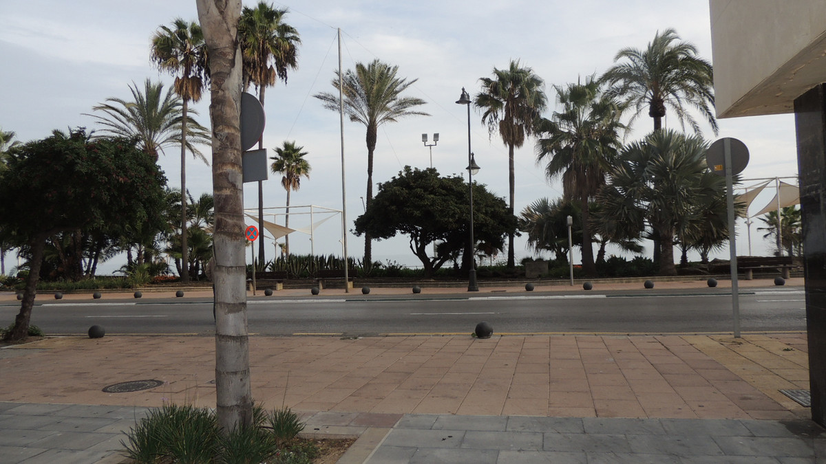 Apartment with 3 bedrooms and a bathroom, very close to the marina of Estepona and the beach of La R,Spain