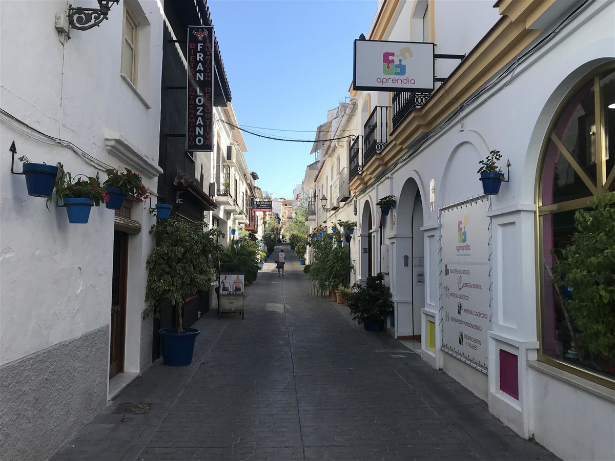 Excellent opportunity. Apartment located in the historic center of Estepona, just 10 meters from Cal,Spain