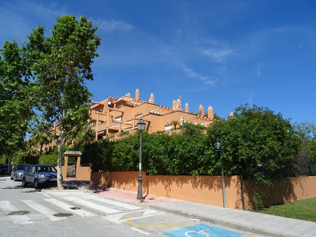 Attractive apartment in Hacienda San Manuel in ELviria. 3 bedrooms, 1 with en suite and all with fit, Spain