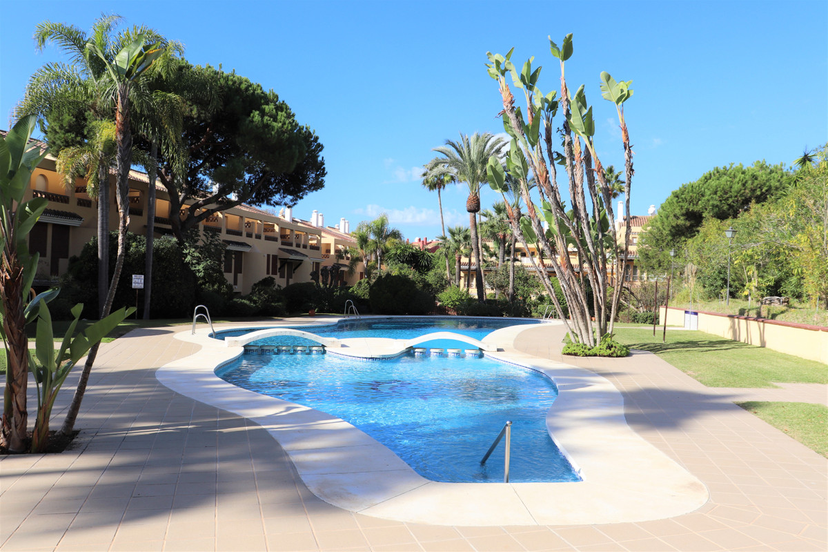 Marbella Banus Apartamento Planta Media en Venta en Elviria – R3750493