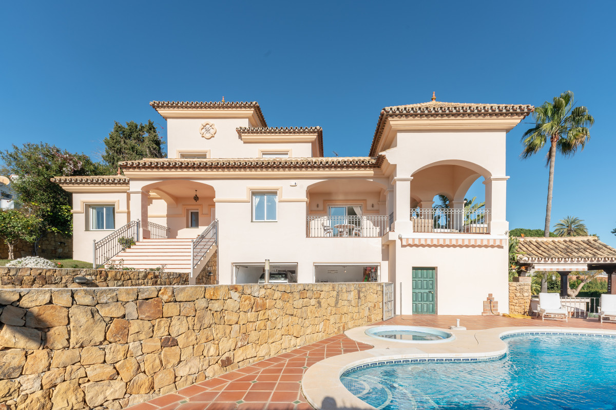 Luxurious andalusian style villa located very central in Elviria with nice and open sea views, distr,Spain