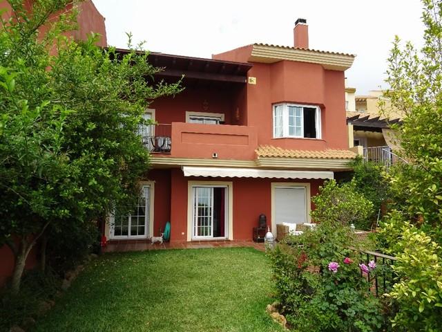 Marbella Banus Pareada en Venta en La Mairena – R2926502