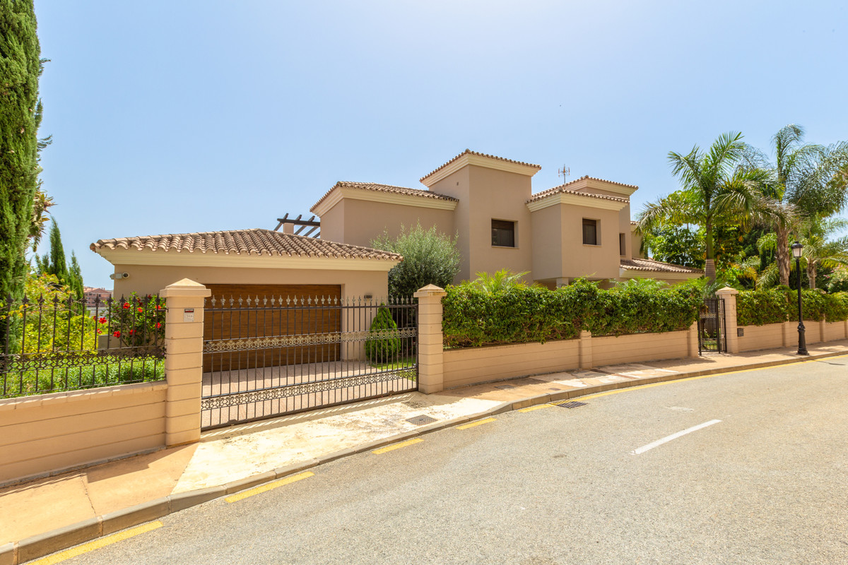 Beautiful villa finished in 2013 and located  in Santa Maria Golf built to a very high standard. 4 b,Spain