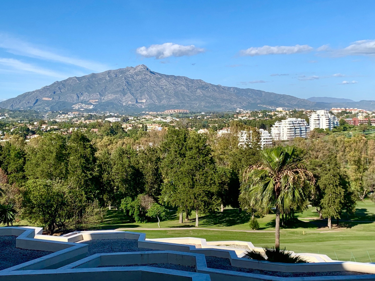 Very nice apartment with sea and mountain views in the middle of the famous golf course -Atalaya Gol, Spain