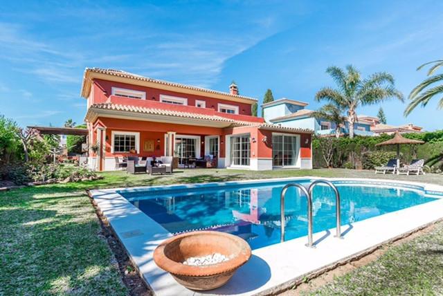 Villa Till salu i Guadalmina Baja R3804664