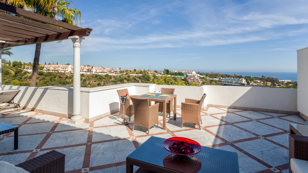 Apartment, Middle Floor  for sale    in Sierra Blanca