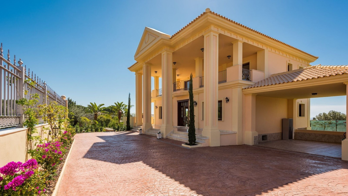 Villa  Detached 													for sale  															and for rent 																			 in The Golden Mile