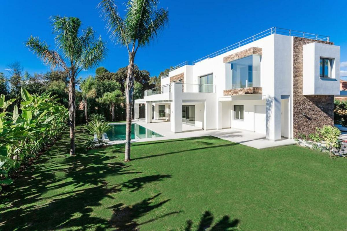 Villa 5 Dormitorios en Venta Guadalmina Baja