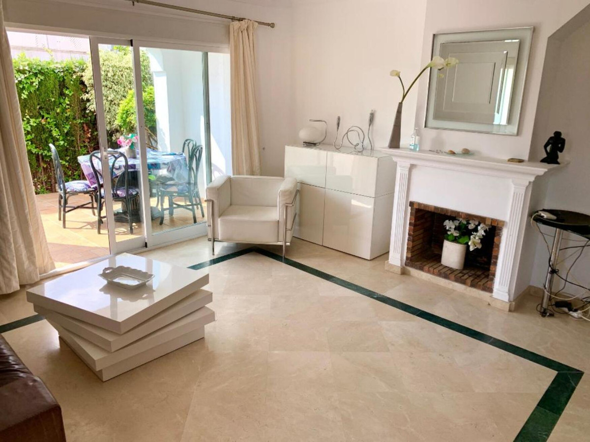 Charming seminew townhouse in first class beachside location. Only some minutes through a wonderful , Spain