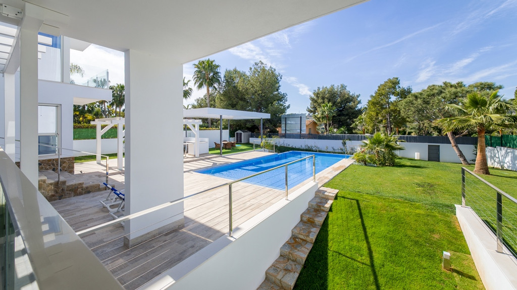 Newly built luxury modern villa, situated in a prime location of prestigious Aloha, one of the most , Spain