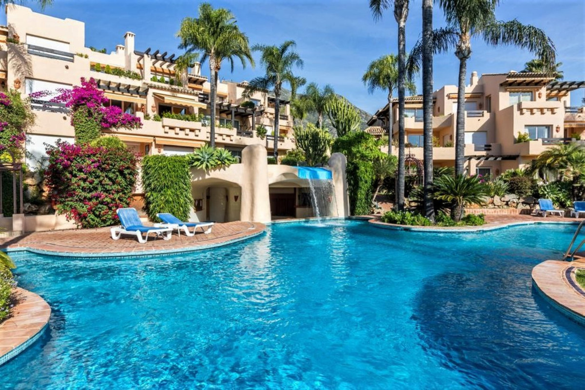 Beautiful, spacious apartment with 3 bedrooms. Located on the ground floor with a sun terrace overlo,Spain