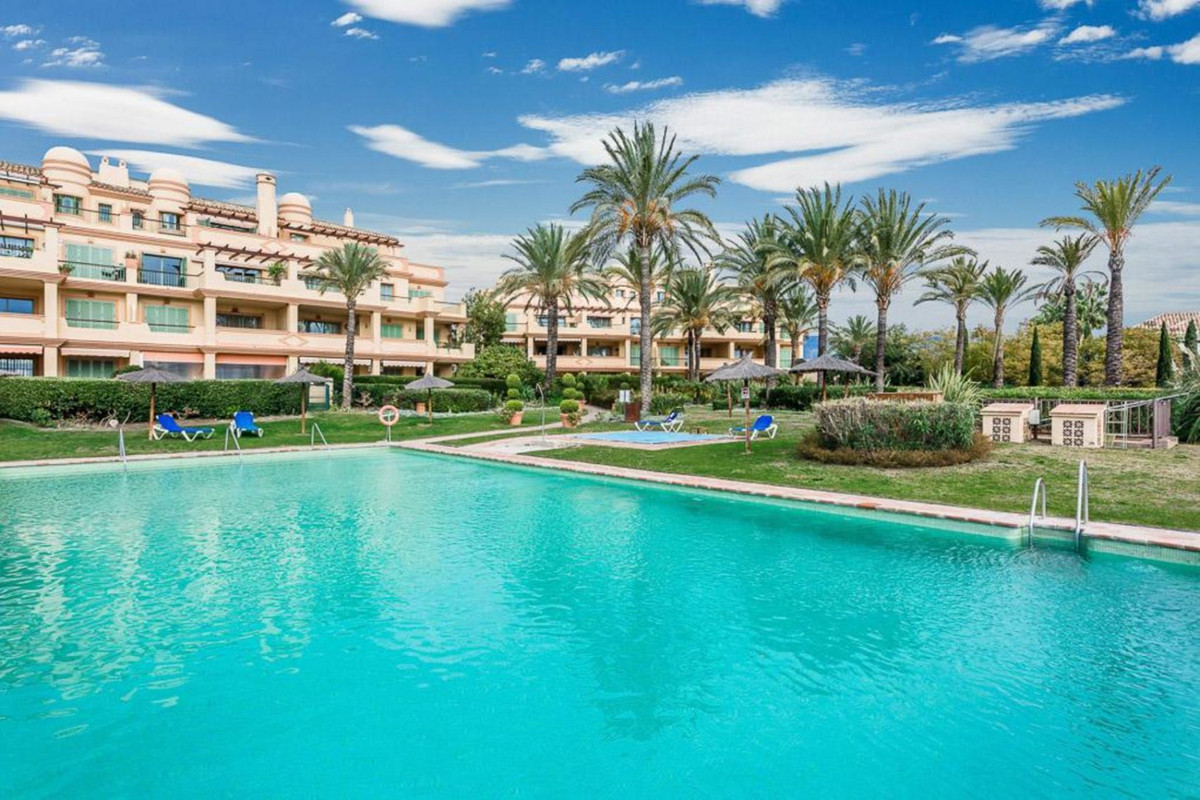 Superb duplex for sale at the Four Seasons in Flamingos Golf. On the main floor, the penthouse has a,Spain