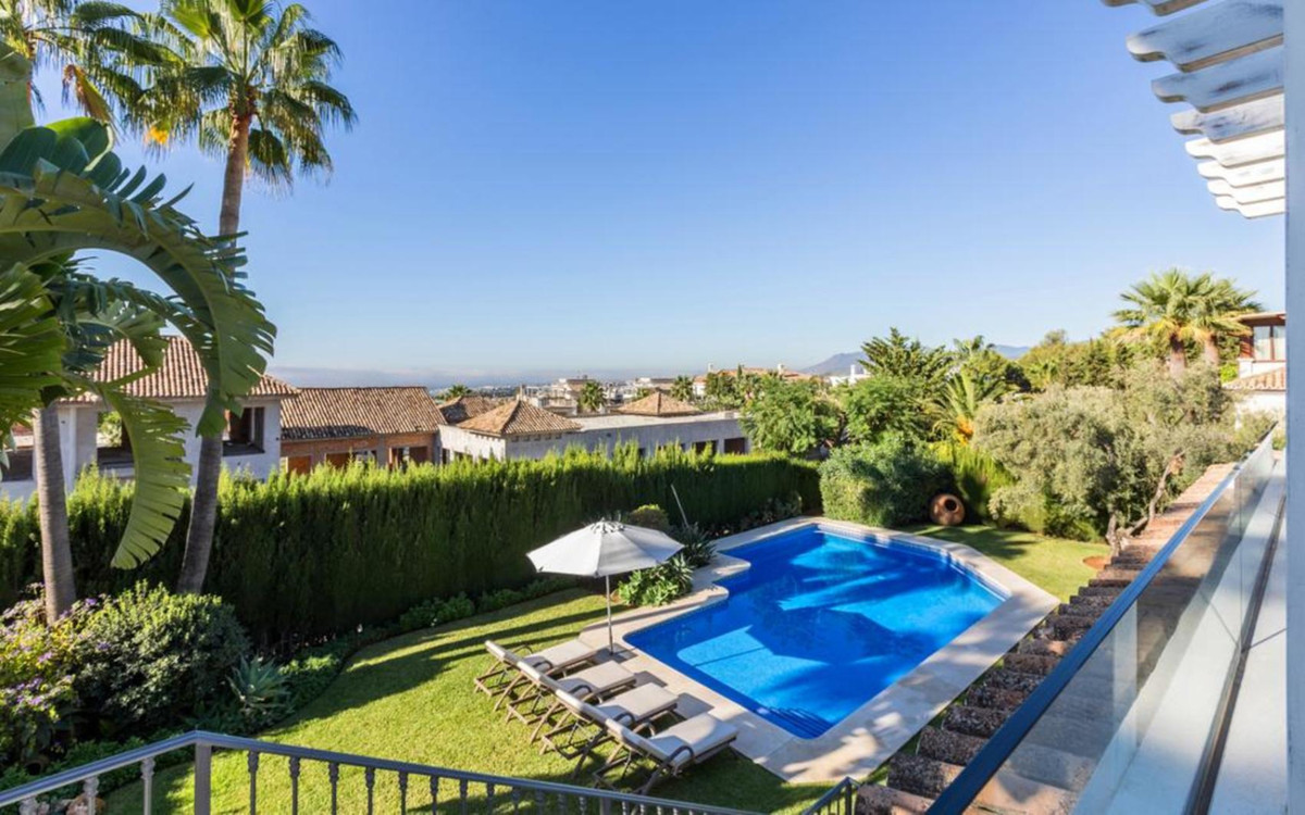 Bungalow in Sierra Blanca within 5 minutes' drive to Marbella centre and the Golden Mile. NordiSpain