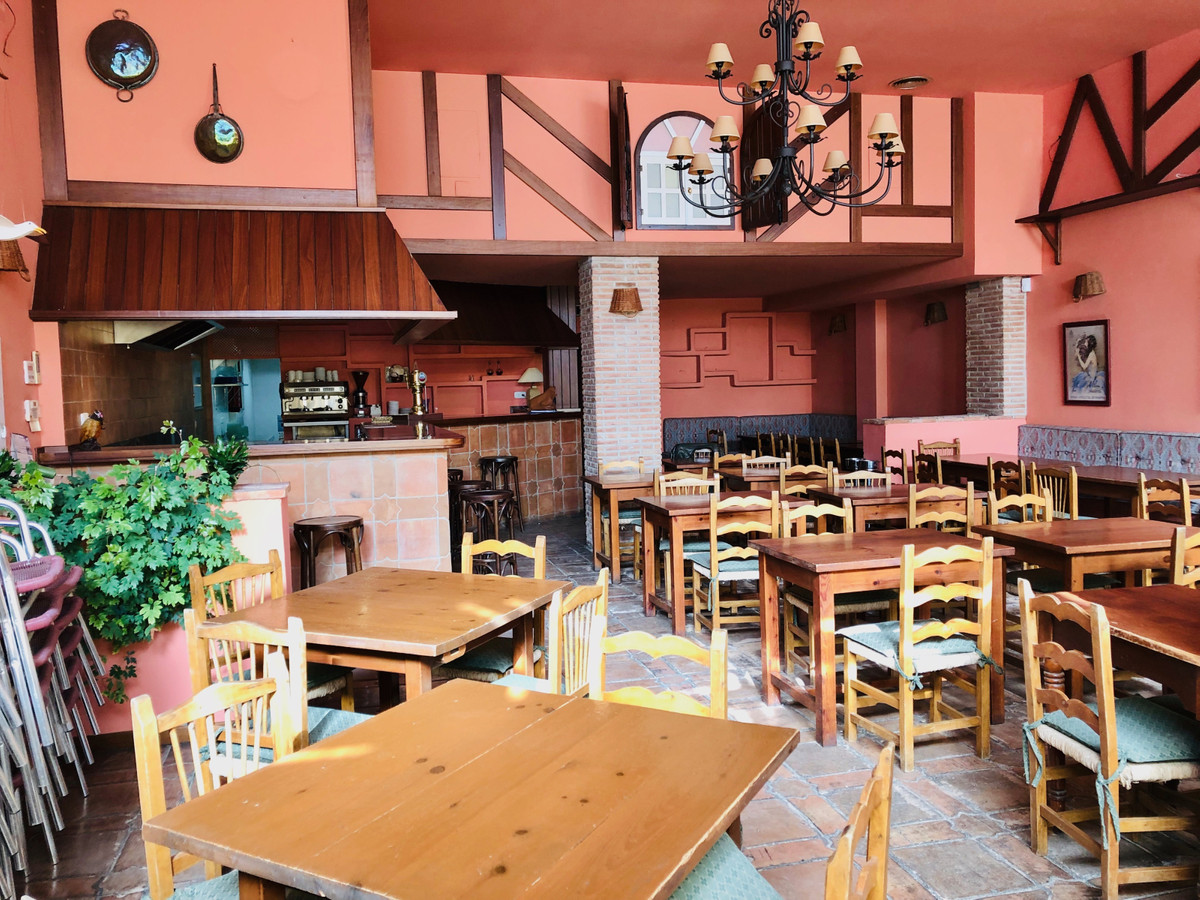 Excellent business opportunity Restaurant or Cafe with large terrace. Central location in the very p,Spain