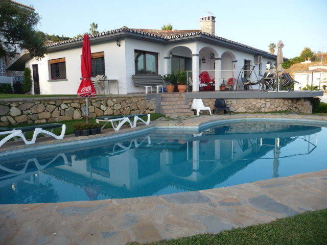 This delightful south facing villa is located in the tranquil and sought after urbanisation of La Ca,Spain