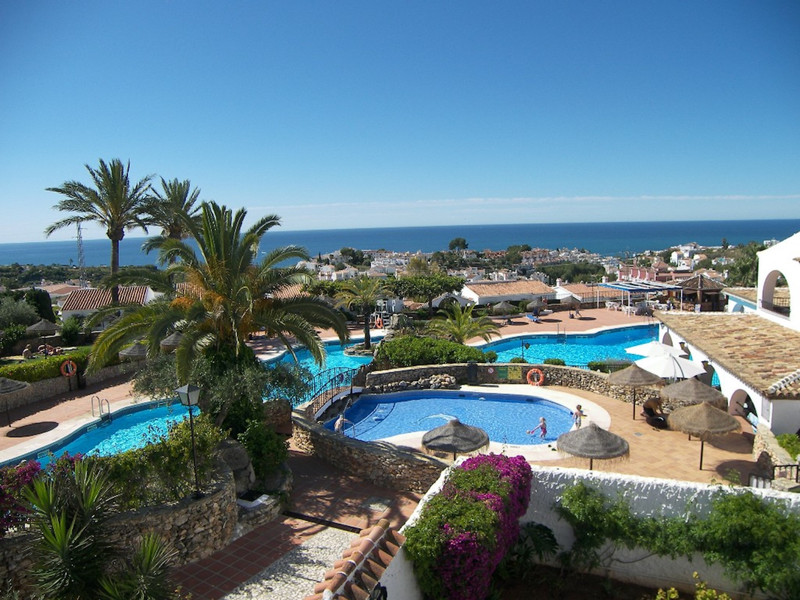 Middle Floor Apartment in Nerja for sale