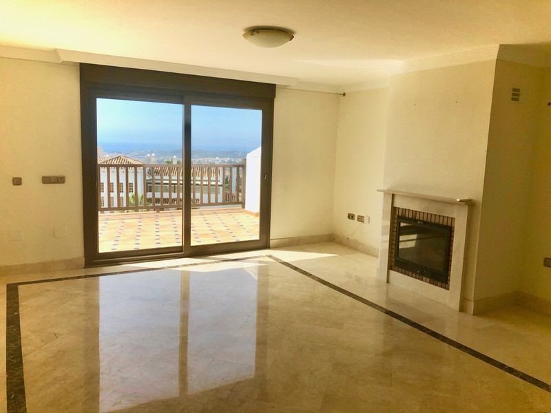 Middle Floor Apartment in Mijas for sale