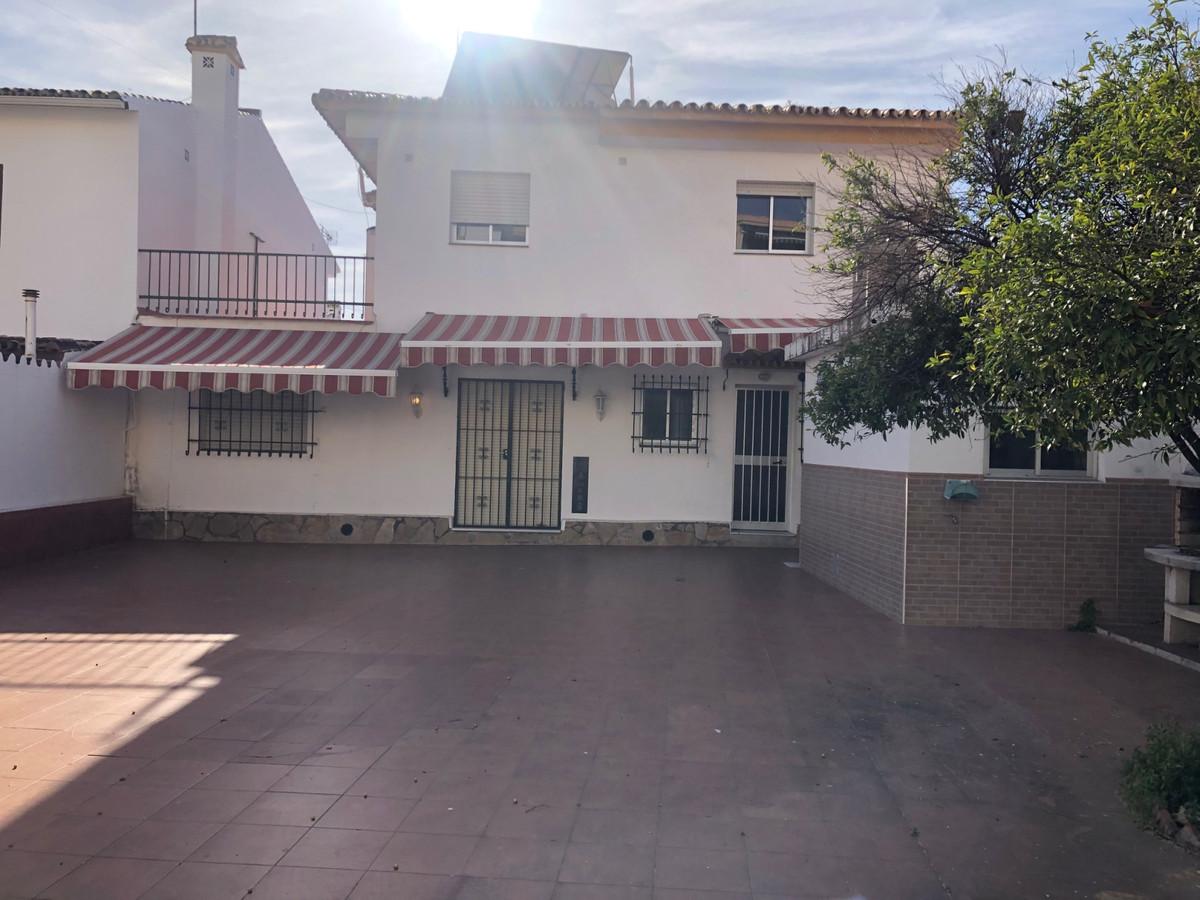 Marbella Banus Villa en Venta en San Pedro de Alcántara – R3609650