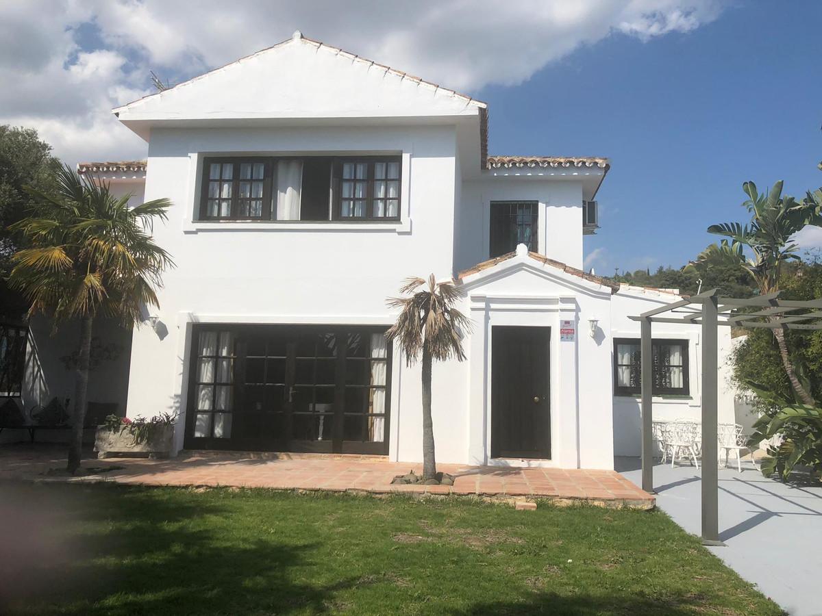 Villa  Independiente en alquiler  en Estepona
