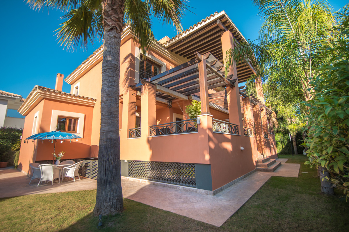 Villa  Detached 																					for rent 																			 in Los Monteros