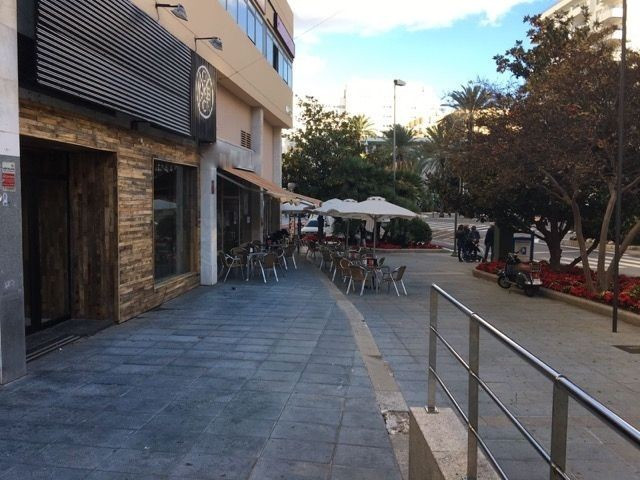 Restaurant or cafe available for rent. Located central Marbella across the road from three large hot, Spain