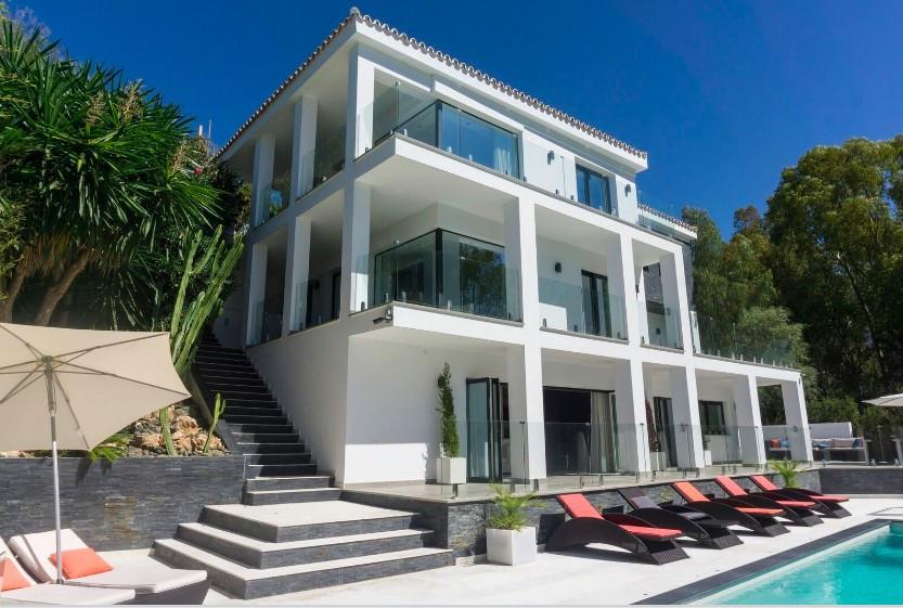 Villa  Independiente en venta  y en alquiler   en Elviria