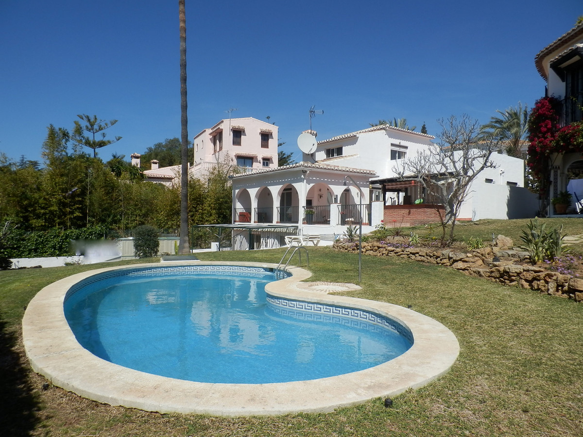 Villa in Calahonda for sale or for long term rent, the long term rental is rented with 3 bedrooms th, Spain