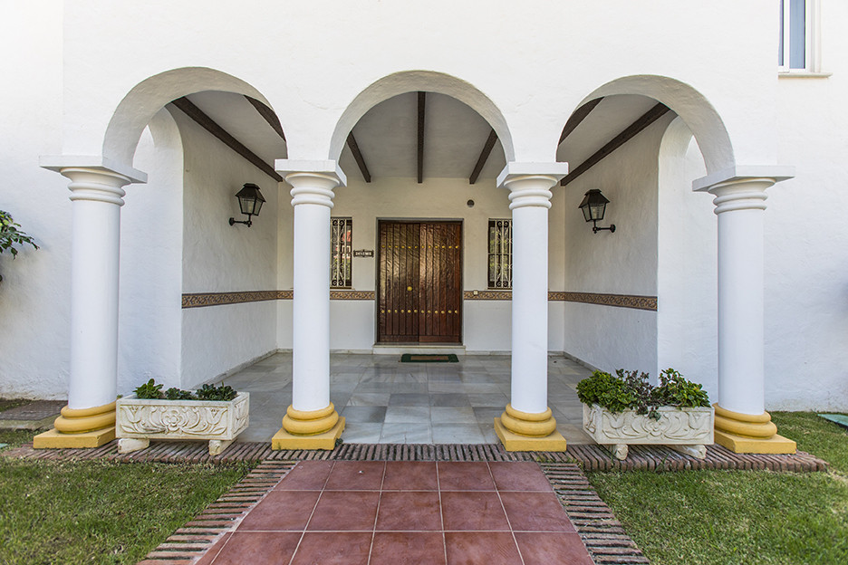 BEAUTIFUL LUXURY VILLA.  Investment opportunity: Villa for renovation in an unbeatable location, a s,Spain