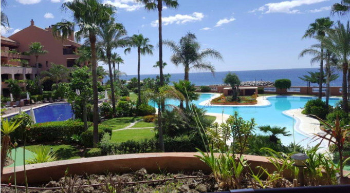Magnificent property located in the exclusive Malibu Complex, located on the beachfront, very close ,Spain