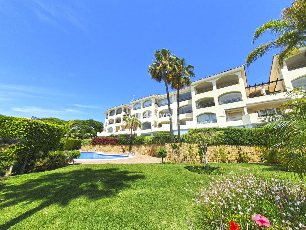 Beautiful ground floor apartment with private garden a few meters from the beach in Elviria. The cor,Spain