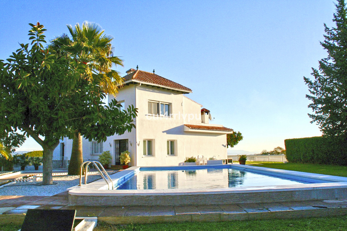 Amazing andalusian cortijo situated in a prestigious area with panoramic views to the mountains and , Spain