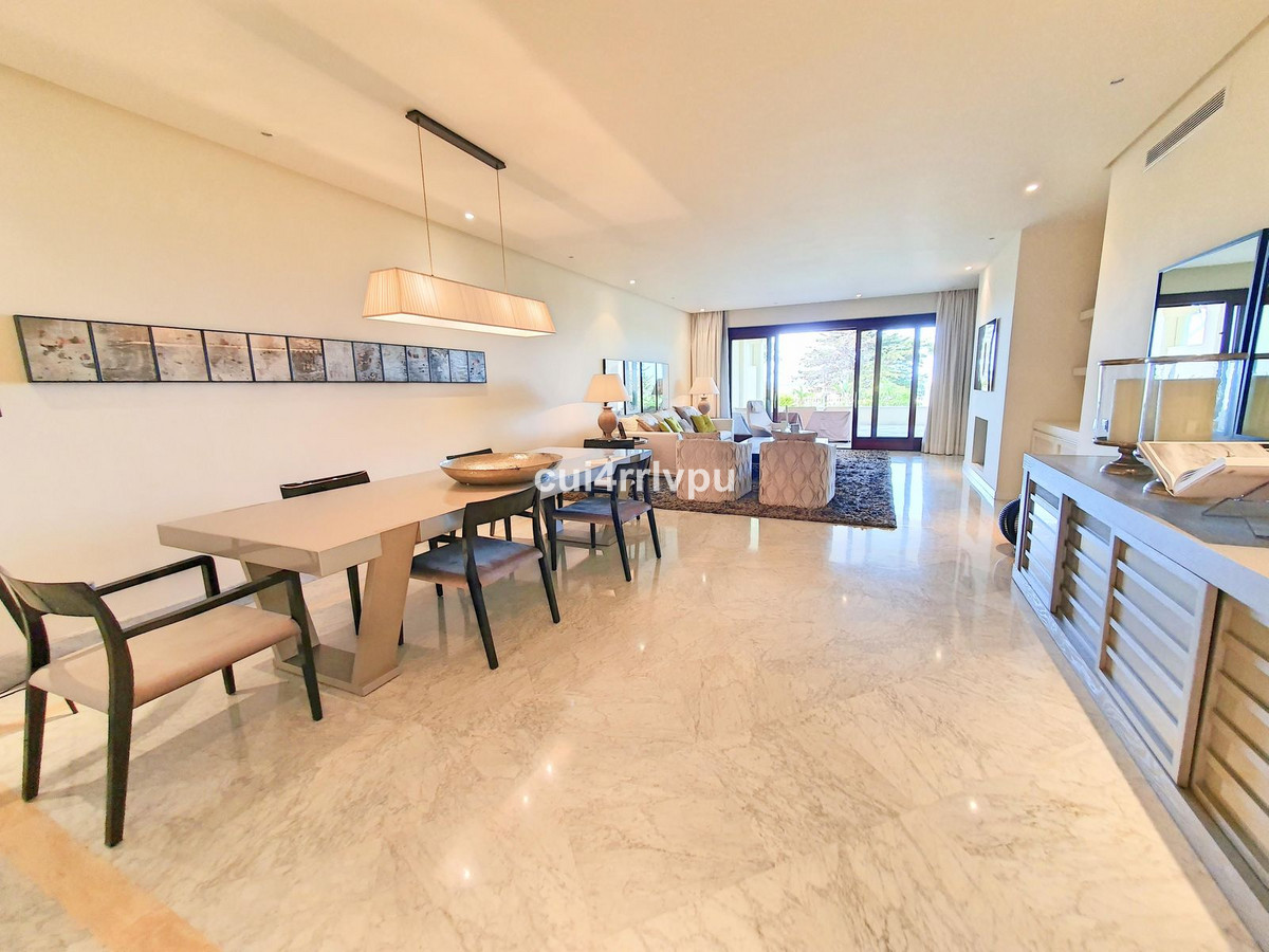 4-bed-Penthouse Apartment for Sale in Los Monteros